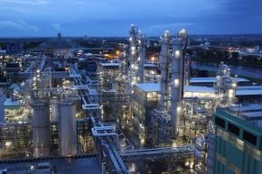 Celanese plant die weltweit größte Produktionsanlage für Polyoxymethylen im Industriepark Höchst